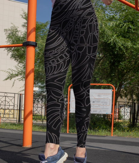 Abstract monochrome leggings front